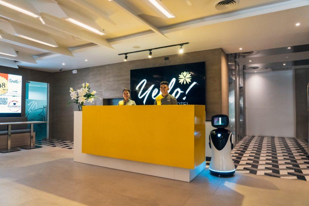 yello hotel front desk