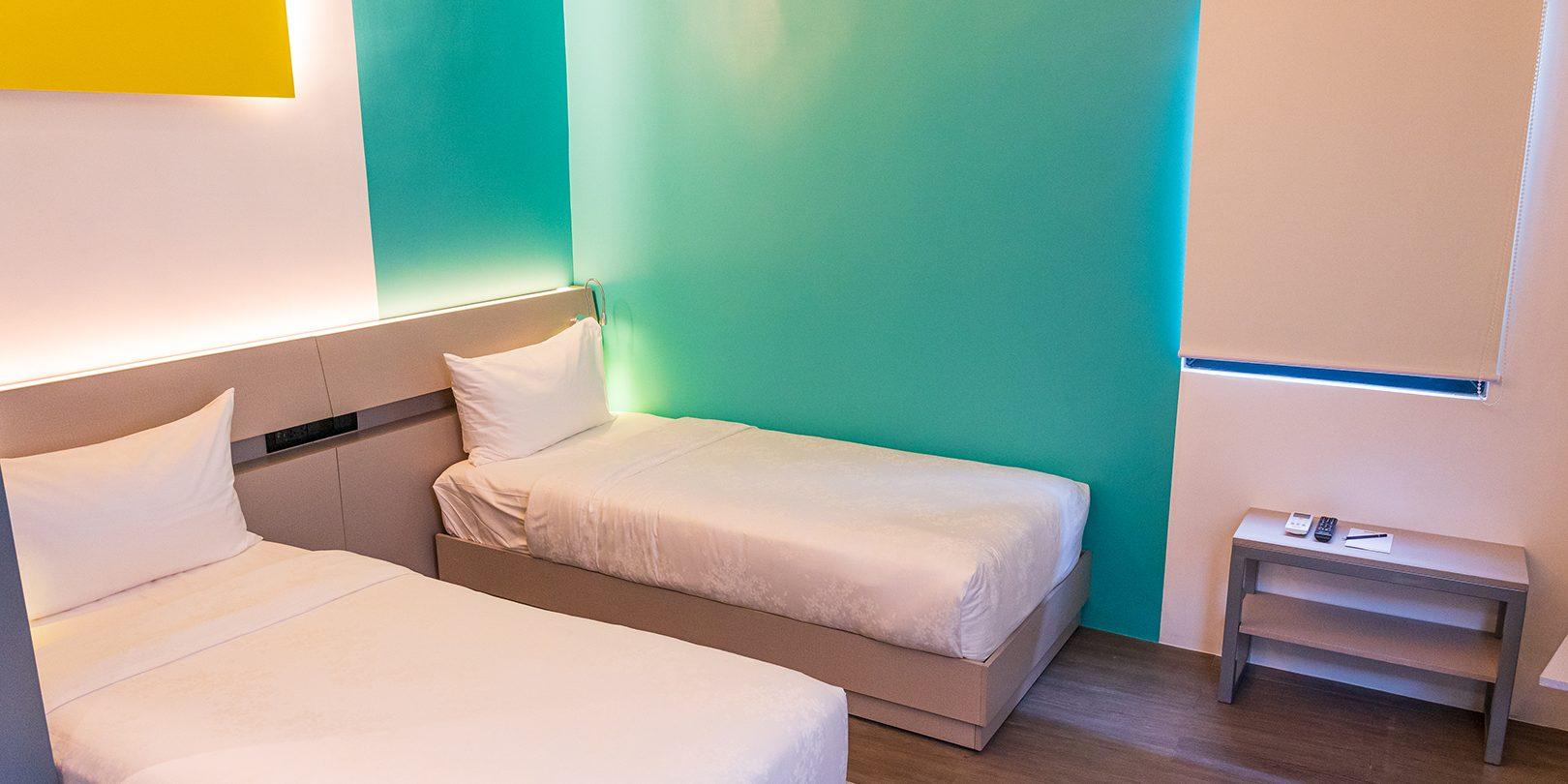 photo inside of yello hotel superior twin room