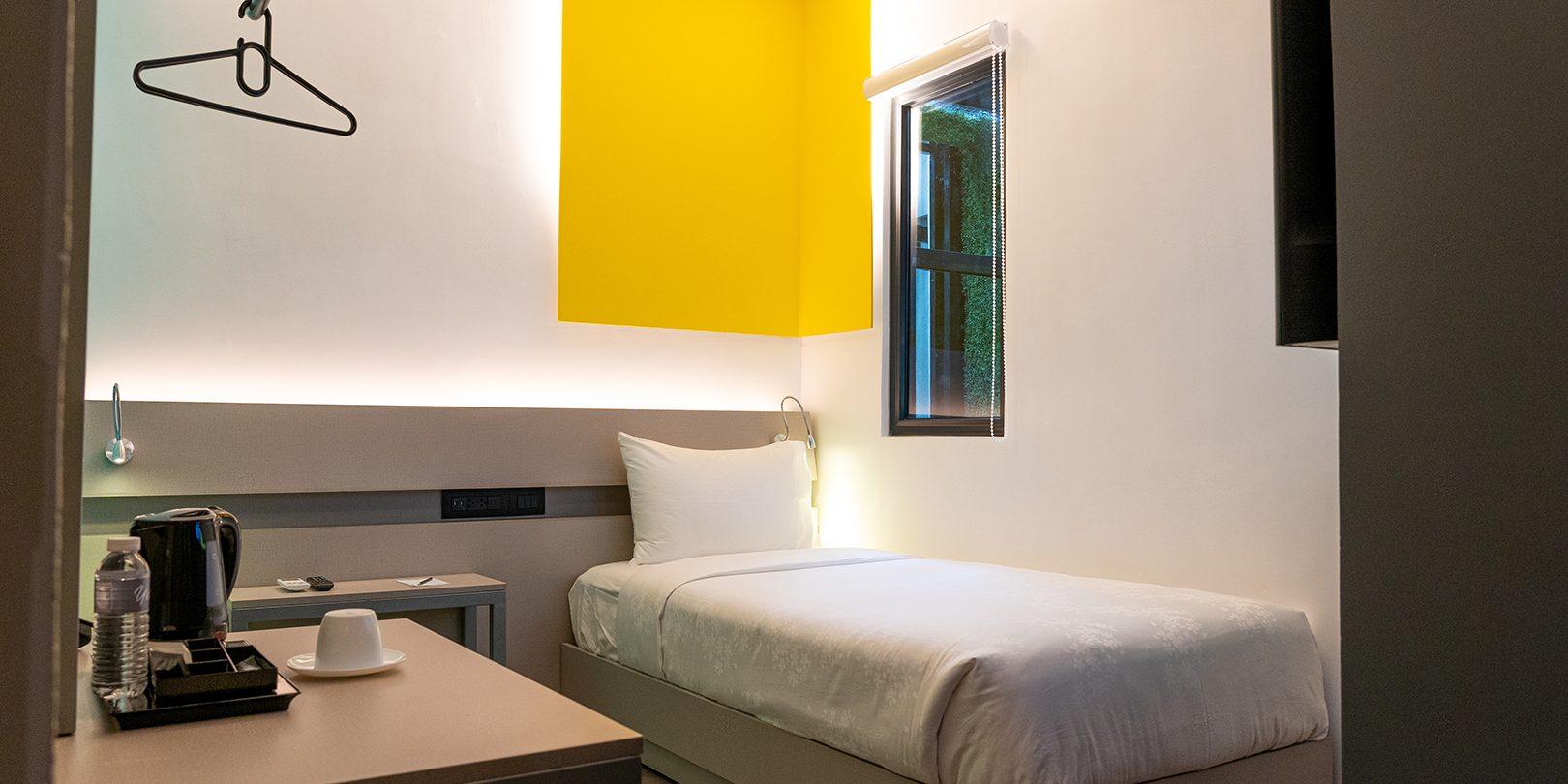 photo inside of yello hotel deluxe single room