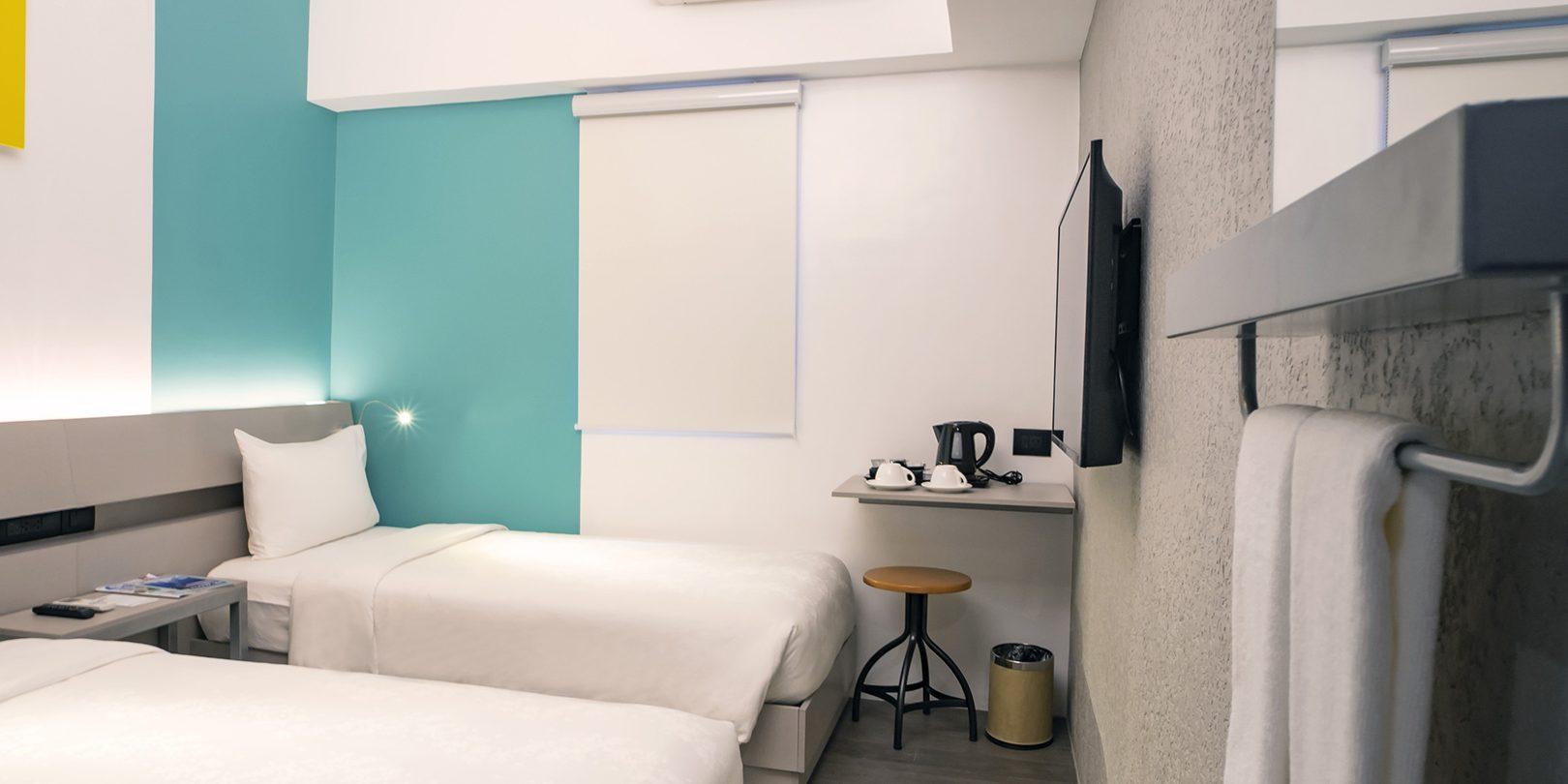 photo inside of yello hotel executive room
